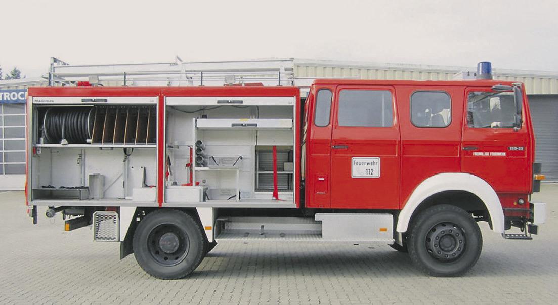 Feuerwehrauto steckt im Corona-Stau